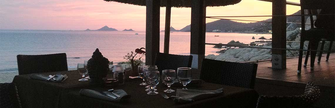 The Week end paillote table with sea view